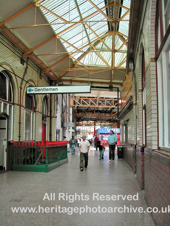 HRS 3238 Manchester Victoria side entrance 2005