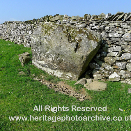 HRS 6619 Norber, Tabular erratic incorporated into drystone wall