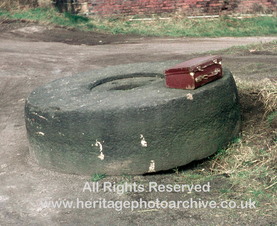 HRS 302 MBBC, Millstone on canalside Hinds, Bury 1971