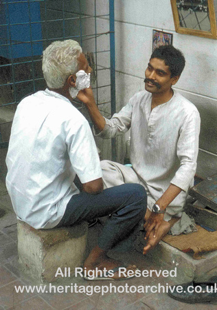 HRS 930 Calcutta, street barber 1995